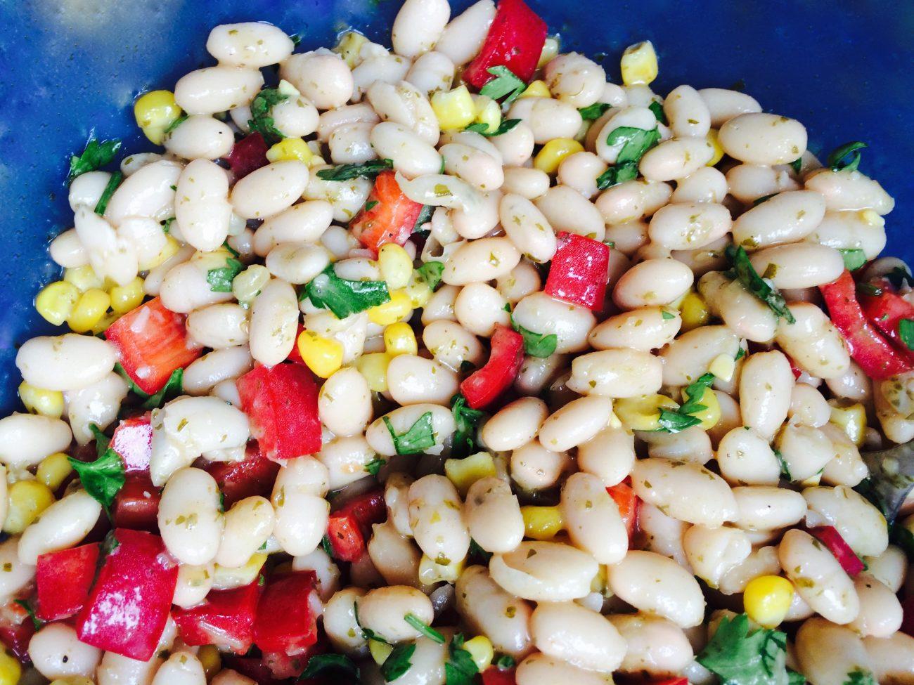Σαλάτα με φασόλια και πέστο μαϊντανού