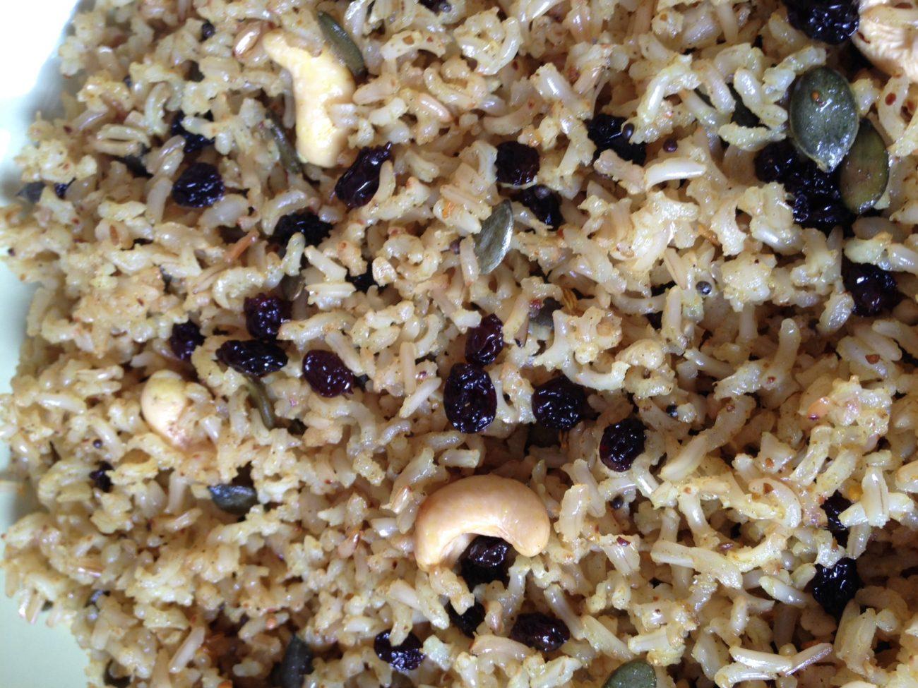 Αγιουρβεδικό ρύζι με σπόρους και σταφίδες