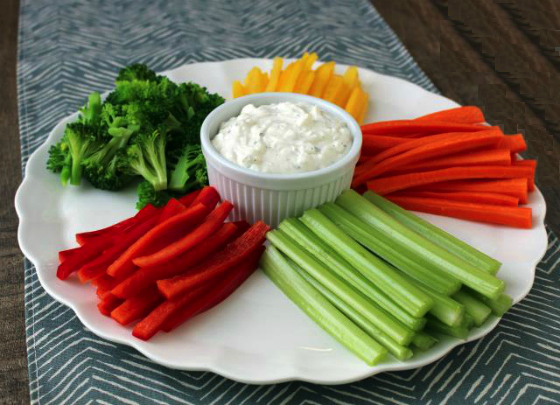 Dip γιαουρτιού με μήλο και καρότο