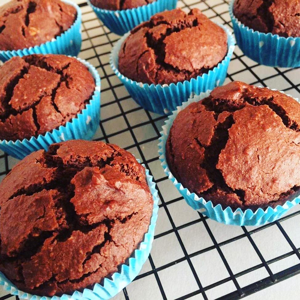 Κέικ ή muffins σοκολάτας με ταχίνι και μέλι