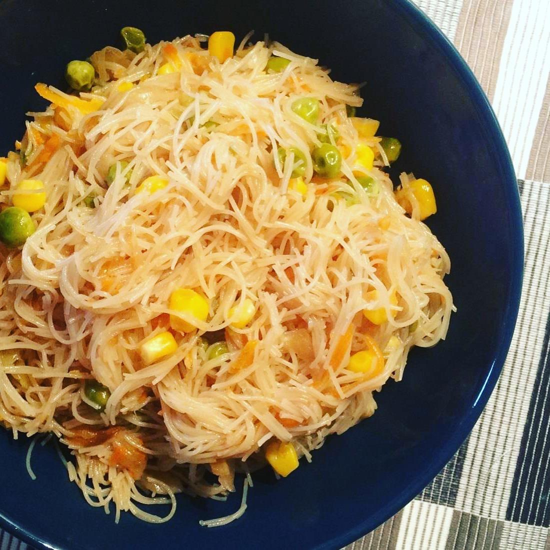 Γλυκόξινα noodles ρυζιού με λαχανικά