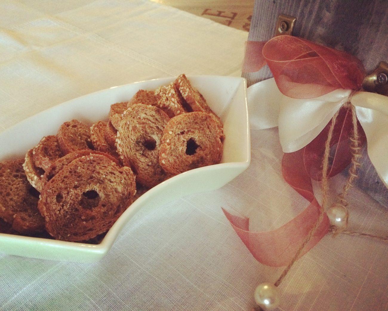 Σπιτικά bake rolls και κρουτόν
