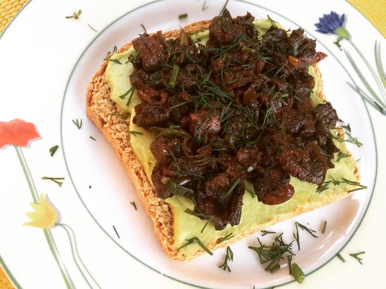 Μπρουσκέτες με αβοκάντο και μανιτάρια