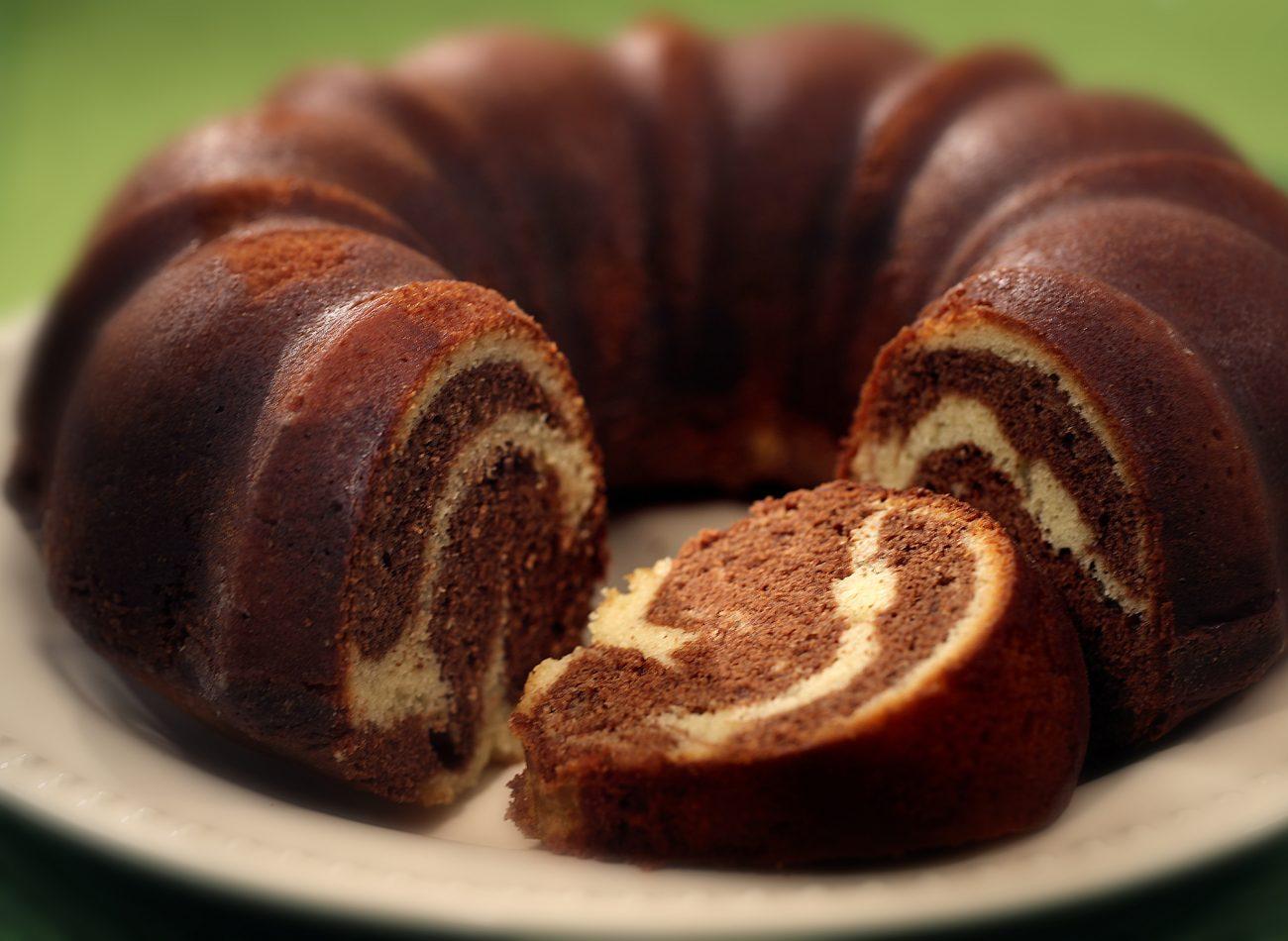 Δίχρωμο κέικ με φρούτα (ή muffins)