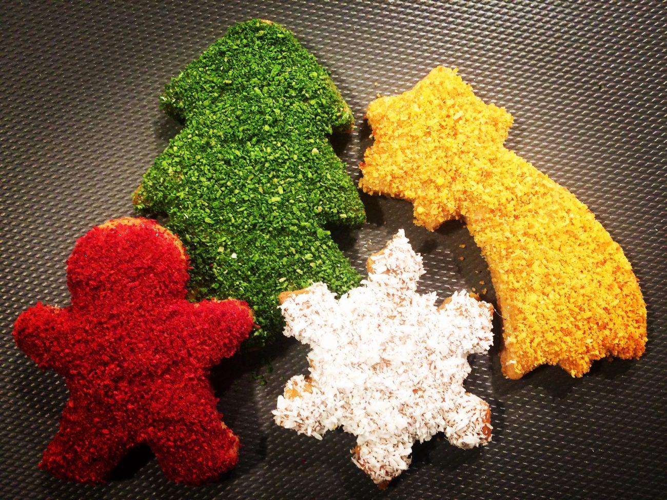 Γιορτινά μπισκοτάκια με φυσικά χρώματα