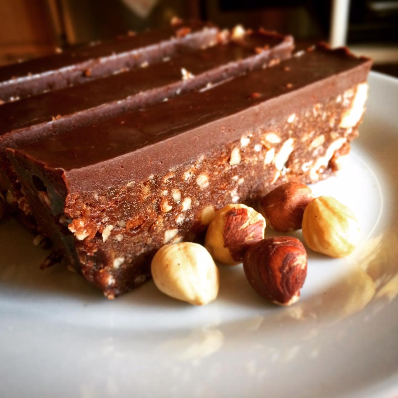 Τραγανός κορμός σοκολάτας με φουντούκια