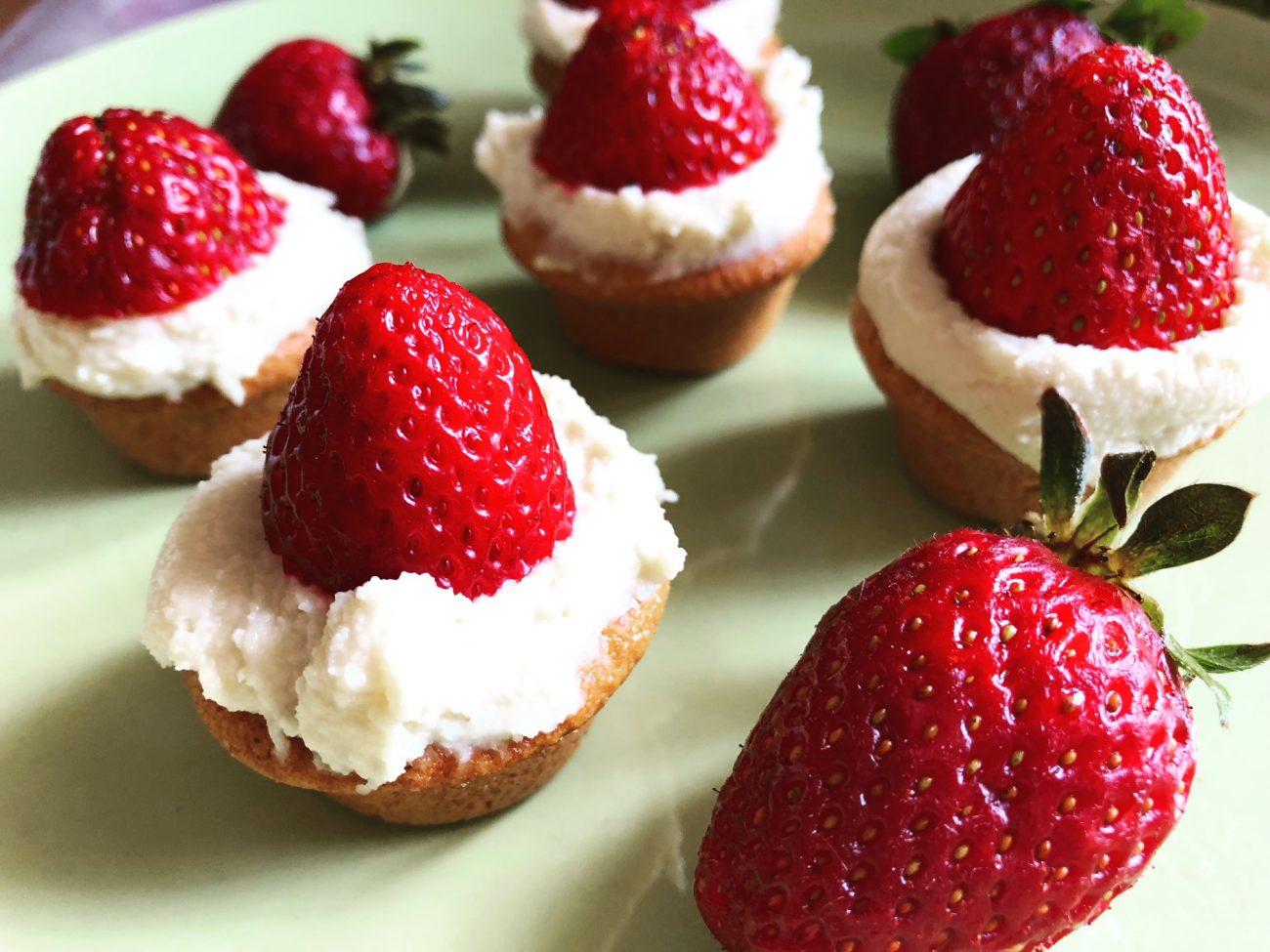 Ταρτάκια με  κρέμα βανίλιας και φράουλες